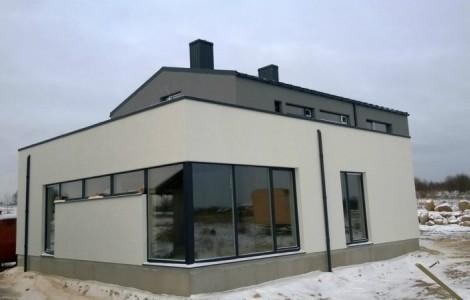 Dviejų aukštų projektai su klasikiniu stogu