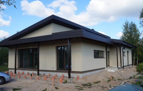 Vieno aukšto projektai su klasikiniu stogu